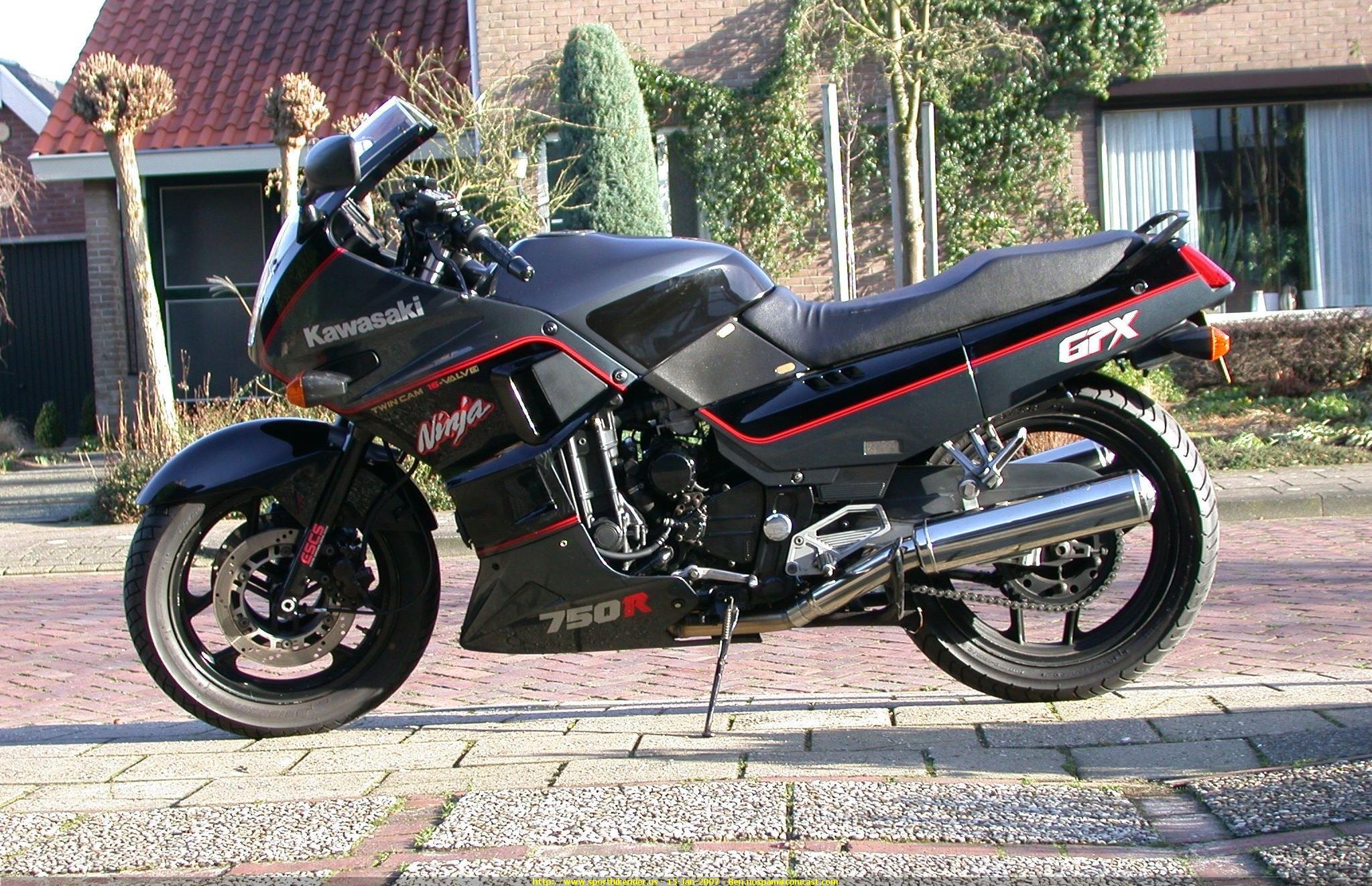 20070115 1168860754096 1988 Kawasaki GPX750 Ngắm Kawasaki GPX750 độ phong cách Cafe Racer cực đẹp