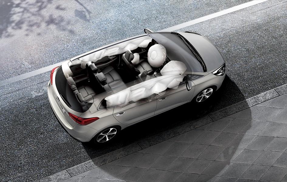20141217 80428532 c52e 42bb 8f1b 5d58525d6fa6 Đánh giá xe Kia Rondo 2016, hình ảnh, tiện nghi & giá bán thị trường