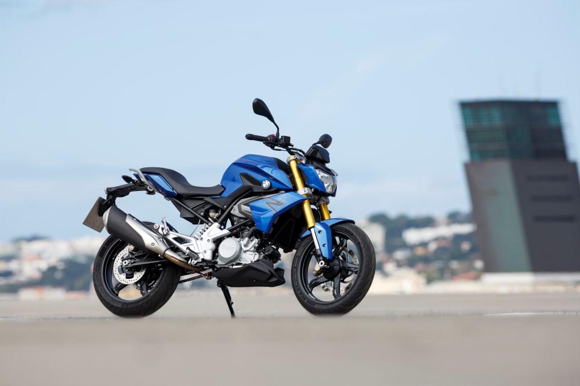 2016 BMW Motorrad G 310 R Front Right Three Quarters Blue BMW Motorrad G310R 2016 sẽ có giá bao nhiêu tại Việt Nam?