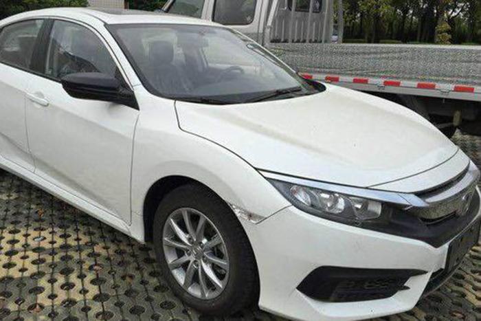 2017 Honda Civic 180Turbo front three quarters spy shot Rò rỉ ảnh Honda Civic 2017 1.0L tại Trung Quốc
