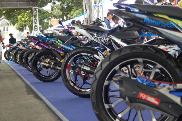 20chiecyamahaexciterdodocnhattaisaithanhhoitu Ngắm Exciter 150 độ phong cách xe đua của biker Sài Gòn