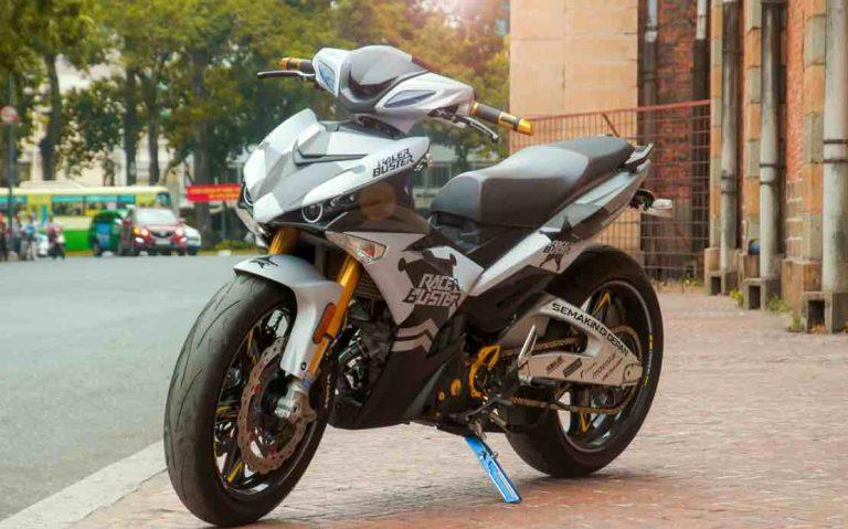 Exciter 135cc 768x479 Ngắm Exciter 150 độ phong cách xe đua của biker Sài Gòn