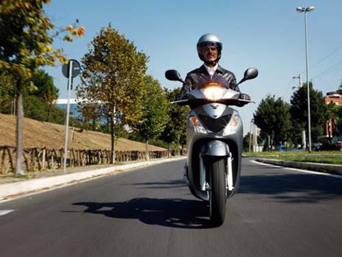 HondaSH a00ce Những mẫu xe máy tay ga cho người trung tuổi phù hợp nhất
