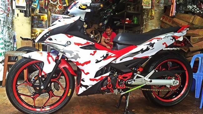 a1 1467693272558 crop1467693325622p Ngắm Yamaha Exciter 150 độ áo rằn ri của 1 biker An Giang