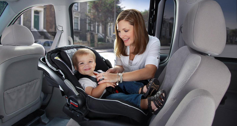 baby car seat Một vài lưu ý khi đưa trẻ nhỏ đi du lịch bằng ô tô trong ngày lễ