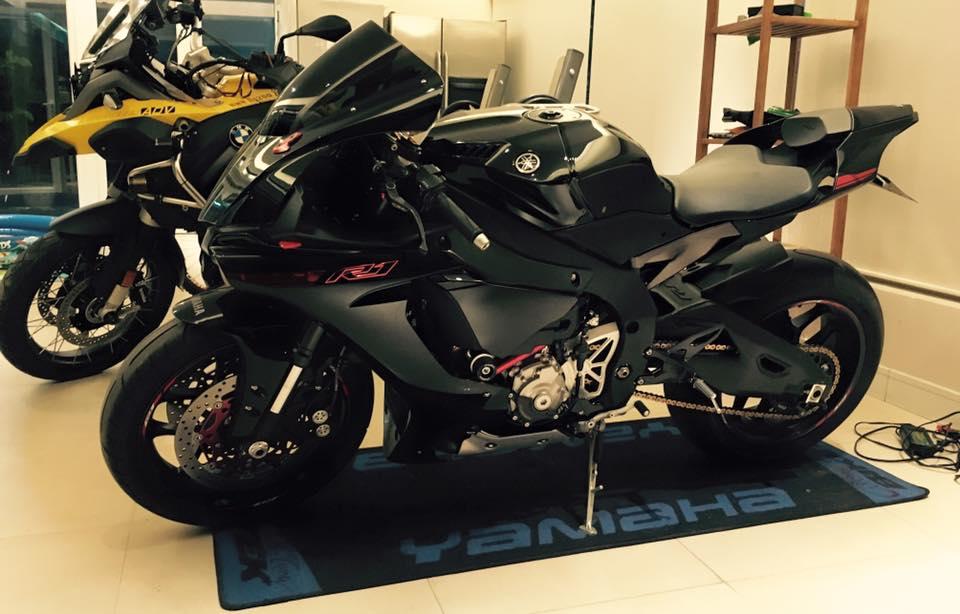 ce5f3b8d8538e6e25d1e160962653c361450257737 Ngắm Yamaha R1 độ cực phong cách với màu hai màu đen và đỏ