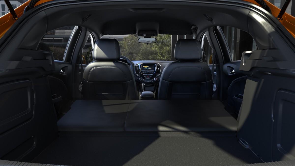chevrolet cruze hatchback 2017 5 7948 Chevrolet Cruze 2017 hatchback giá bao nhiêu? tiện nghi & vận hành