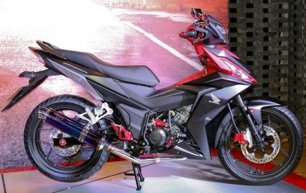 image 1466655521 hinh 1 Honda Winner 150 độ bánh căm đầu tiên tại Việt Nam