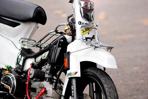 loa mat voi ban do honda dream ii sieu chat 04 Toàn cảnh Honda Dream II độ cực phong cách của biker Sài Gòn