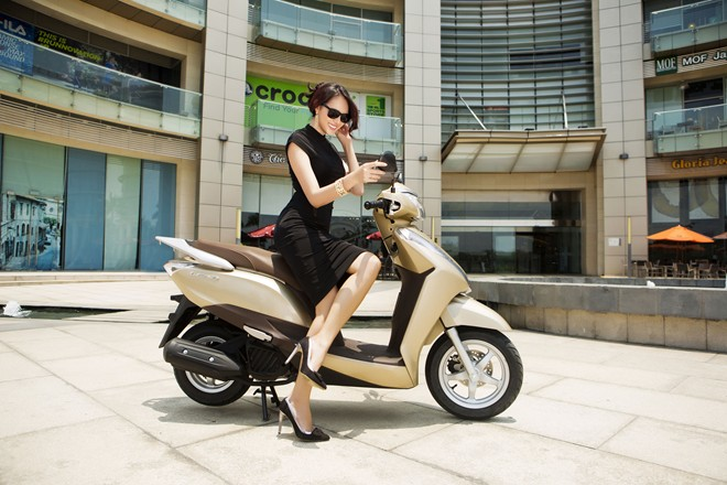 mua xe may cu 1451447356 5347595 Những mẫu xe tay ga cho nữ tiết kiệm xăng nhất hiện nay