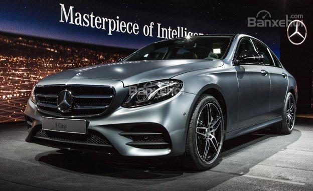 rry1466656822 Mercedes Benz E Class 2017 chuẩn bị cập bến tại các đại lý Mỹ