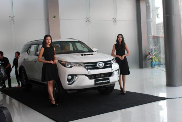toyota fortuner car automobile yangon myanmar bzpj1 Toyota Fotuner giá 1,3 tỷ gây sốt tại Myanmar