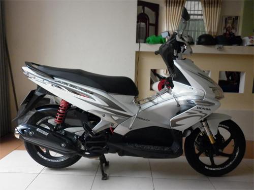 trithucsong.com 8e5f47d1b6e0e53ca6c9654de132793a Ngắm Kawasaki GPX750 độ phong cách Cafe Racer cực đẹp